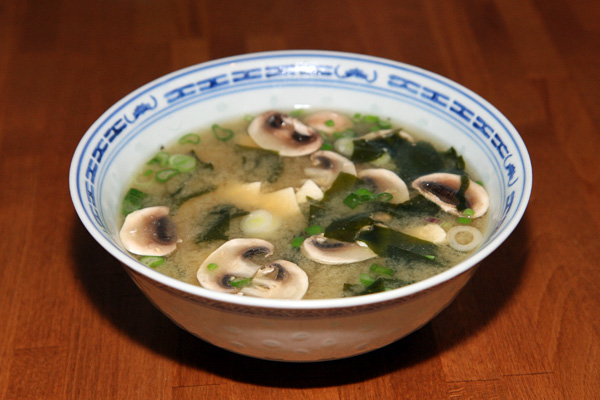 Soupe miso au wakame et au tofu | Lucullent!